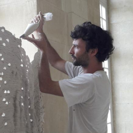 HUGO BEL Diplômé de l'isdaT - Institut Supérieur des Arts de Toulouse en 2016 Né en 1990, vit et travaille à Toulouse