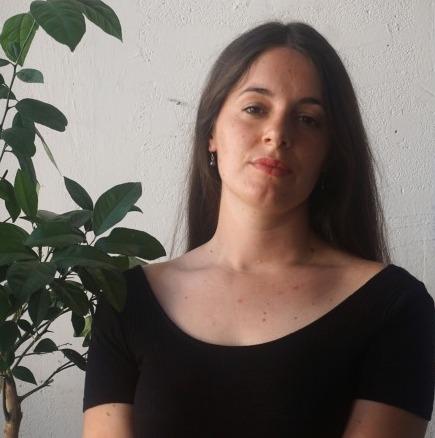 Rebecca Brueder Diplômée de l'ESAD - Ecole Supérieure d'Art et de Design des Pyrénées, Pau-Tarbes en 2018 Née en 1993, vit et travaille à Marseille